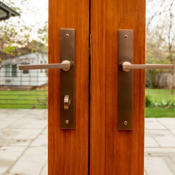 Portfolio - image 3360-25th-st-ext-door-handel-detail-straight-570x570 on https://www.flatironsconstruct.com