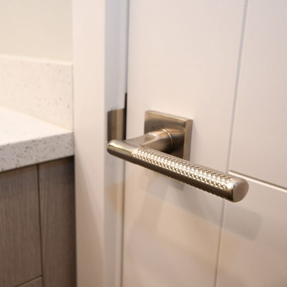 Portfolio - image 624-pearl-304-interior-door-handle-detail-570x570 on https://www.flatironsconstruct.com