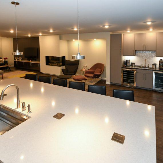 Portfolio - image 624-pearl-304-kitchen-bar-living-sitting-overview-570x570 on https://www.flatironsconstruct.com