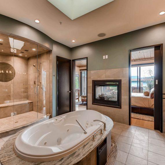 Portfolio - image 820-Pearl-Street-Unit-D-print-022-17-2nd-Floor-Master-Bathroom-2700x1802-300dpi-1-570x570 on https://www.flatironsconstruct.com