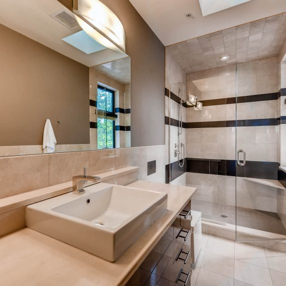 Portfolio - image 820-Pearl-Street-Unit-D-print-025-19-2nd-Floor-Bathroom-2700x1802-300dpi-1-570x570 on https://www.flatironsconstruct.com