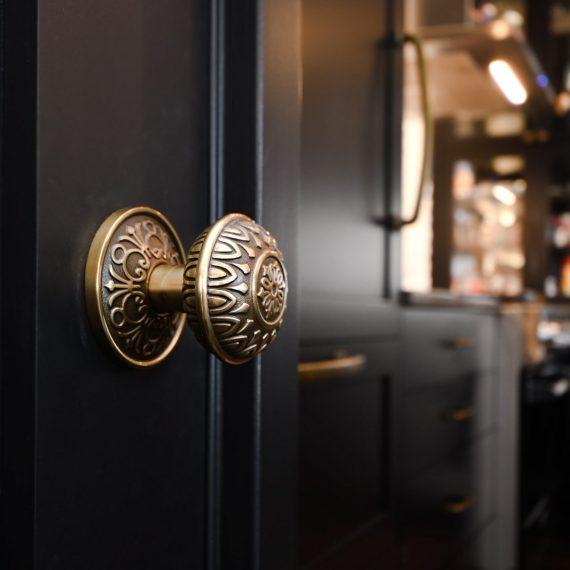 Portfolio - image walnut-201-doorknob-detail-570x570 on https://www.flatironsconstruct.com